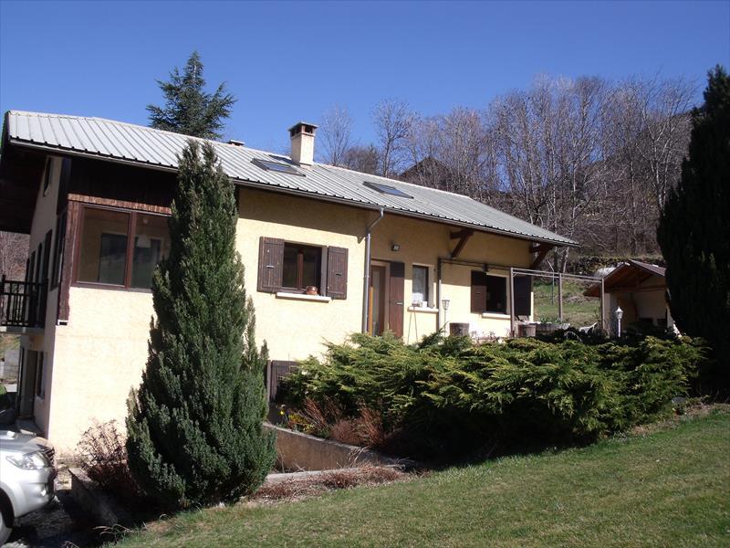 Maison - Guillestrois - Maison T7 avec garage sur 22 250 m² de terrain !