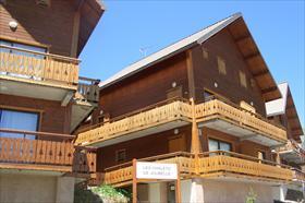 Appartement - Réallon station - Joli appartement en chalet collectif bois.