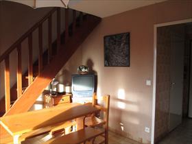 Appartement - ST BONNET - à 2 pas des commerces, dans résidence 16 lots