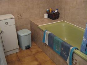 Appartement - LAYE - Type 2 RDC de chalet +garage+jardinet