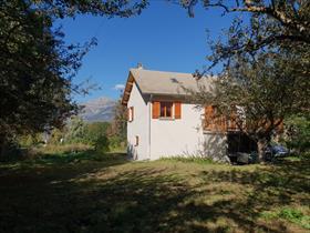 Maison - CHAMPSAUR à 15 km GAP  - COQUETTE VILLA semi récente, 2 niveaux + combles