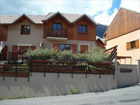 Maison - EMBRUN - Maison mitoyenne T4 avec jardin et garage